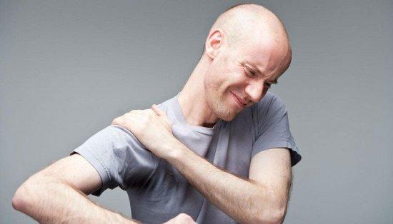 Боль в плече при поднятии руки