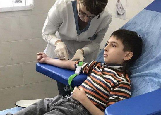 Забор крови с вены у ребенка
