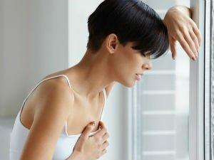 Боль в груди у женщины